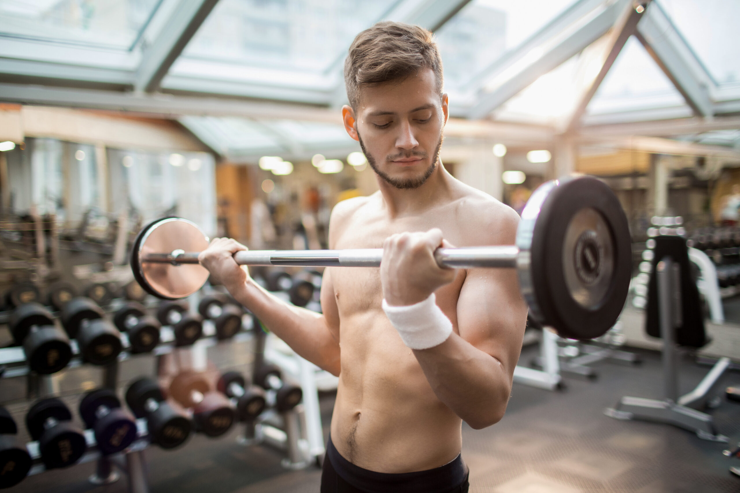 THE ULTIMATE SKINNY GUY'S GUIDE TO MUSCULAR GAINS